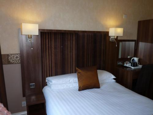 Single Room 4 (1 adult;incl. Breakfast)