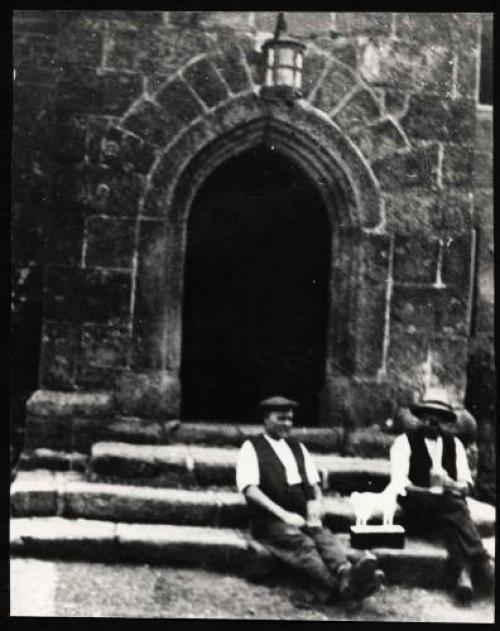 Men Outside the Oxenham Arms.jpg_1578178937