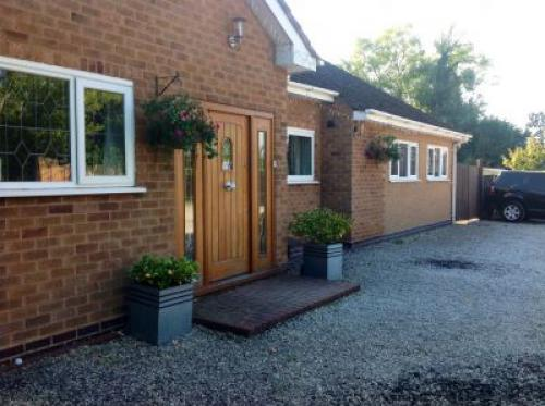 Haymills Guesthouse NEC