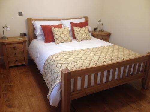 Y Cennen Double Occupancy King En-suite (shower) Room Inc. Breakfast