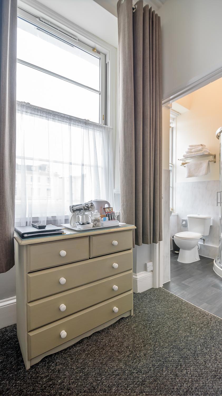 Double En-suite Room (inc. Breakfast) Non-Refundable