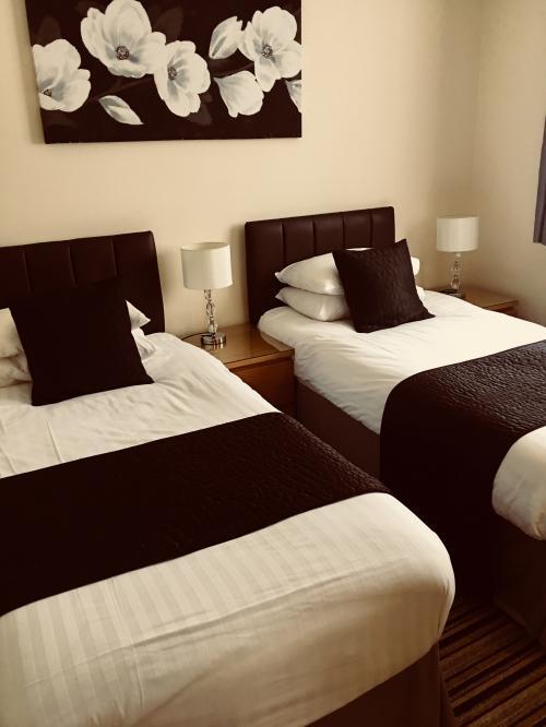 Twin En-suite (room only)