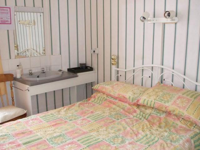 Small Double Room 3 non-ensuite