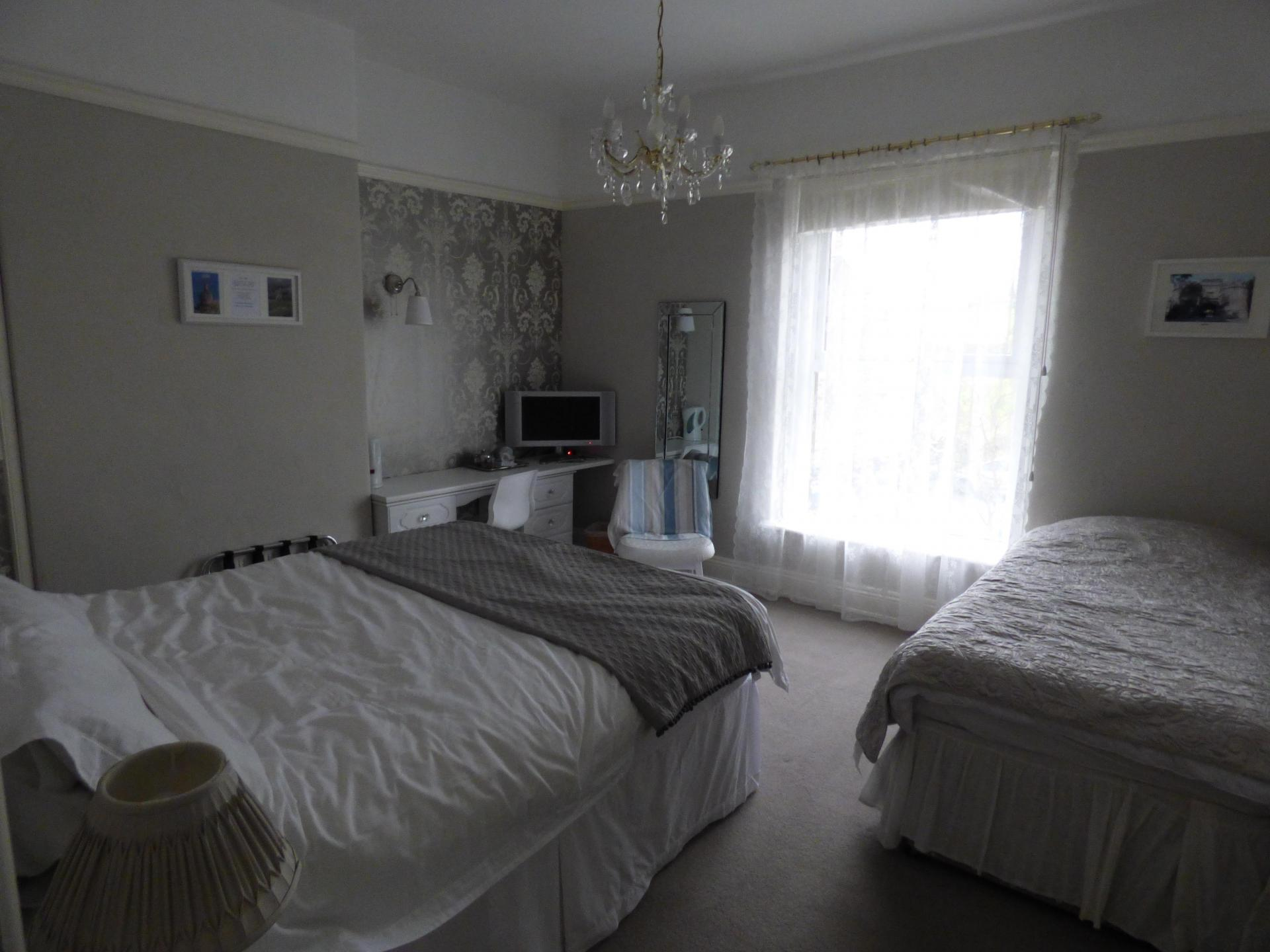 Family En-suite Room (2 adults 1 child inc. Breakfast)