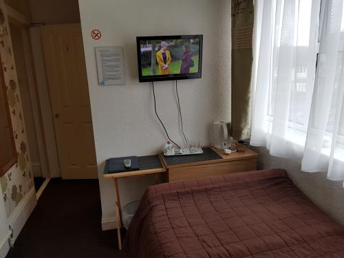 Single En-suite 102 /room Rate Only / - option without breakfast