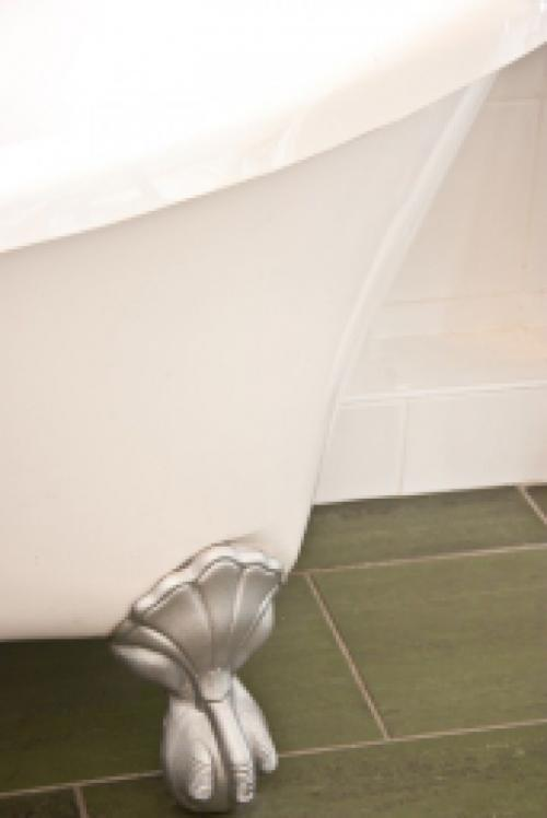 Super King Bed En-suite - Bath tub with hand held shower (inc Breakfast)