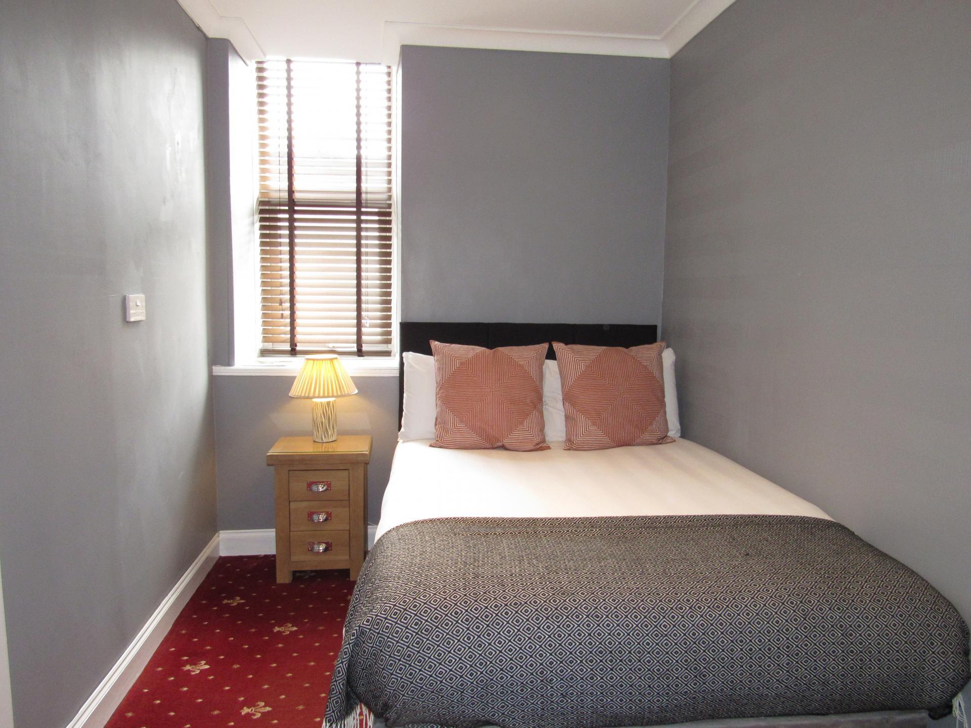 En- suite Single Room (inc. Breakfast)