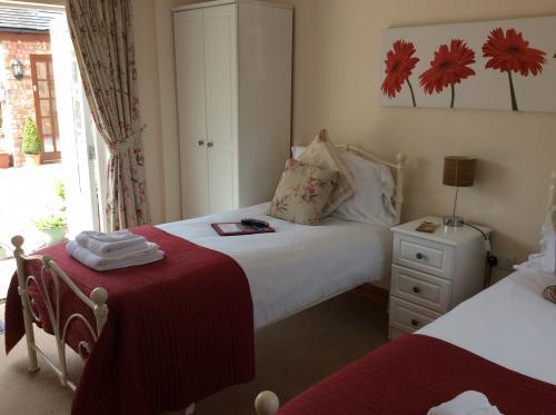 Room 4.Family En Suite Room including breakfast. 2 twin beds& 1 single bed.