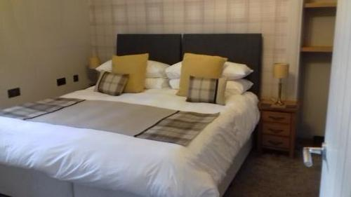 Lovely Room With super king Size Bed+ sitting room en-suite (includes breakfast)