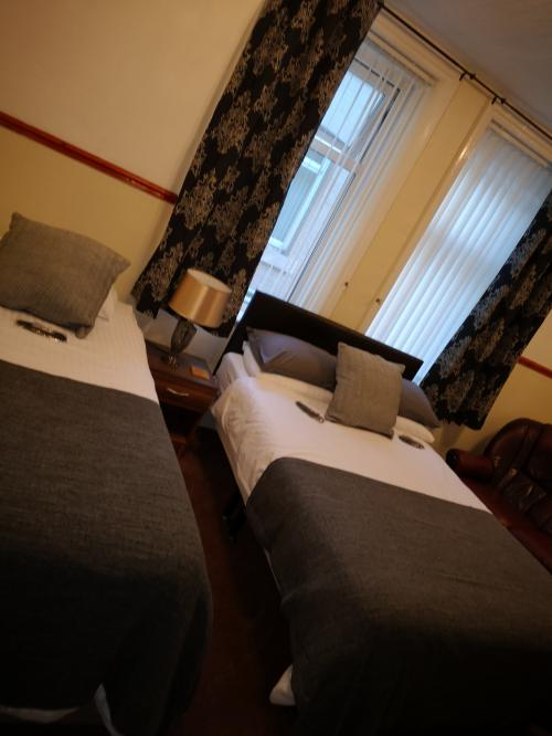Family Suite (2 adults 2 children) Continetnal Breakfast included