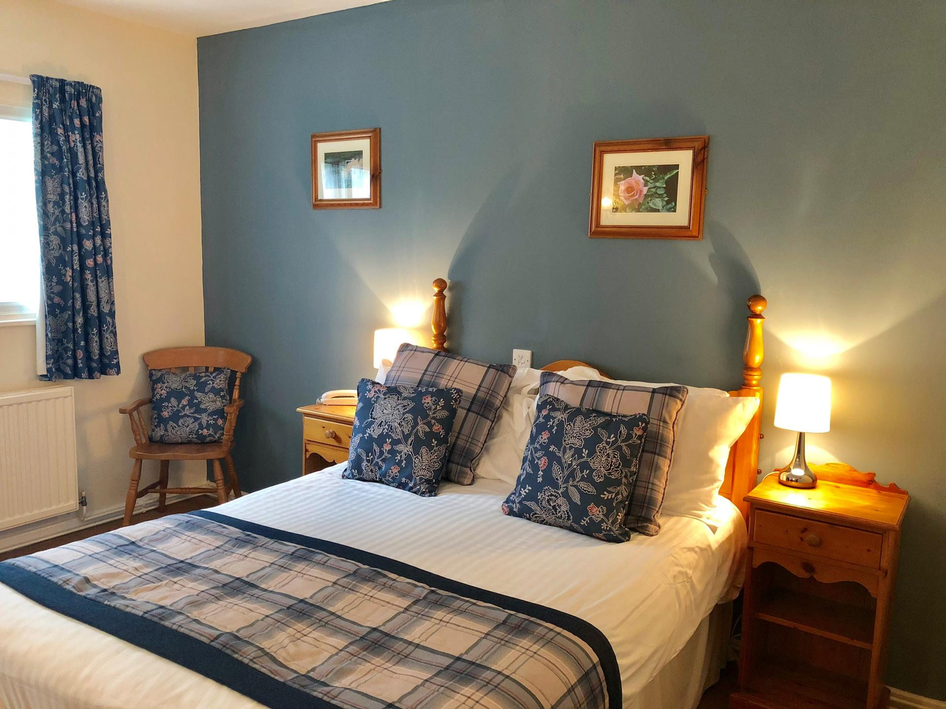 Double En-suite Room (inc. Breakfast and 1 or 2 Dogs)