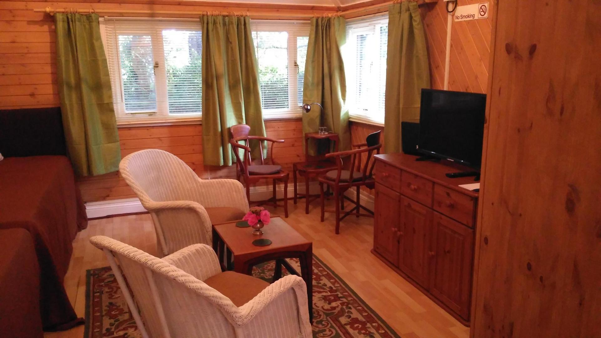 Cosy Woodland Chalet - Self Catering All Year