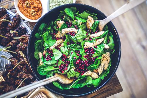 spinach-chicken-pomegranate-salad.jpg_1574346739
