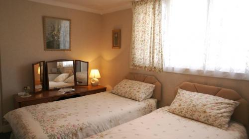TwIn En-suite Room With Bath