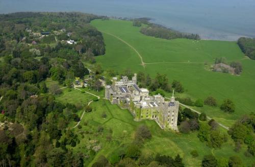 0_Penrhyn-Castle.jpg_1536531392
