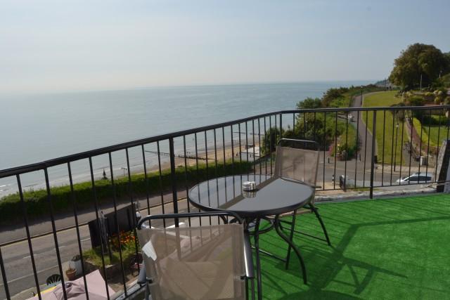 Sea view with balconyTwin En-suite Room (inc. Breakfast)