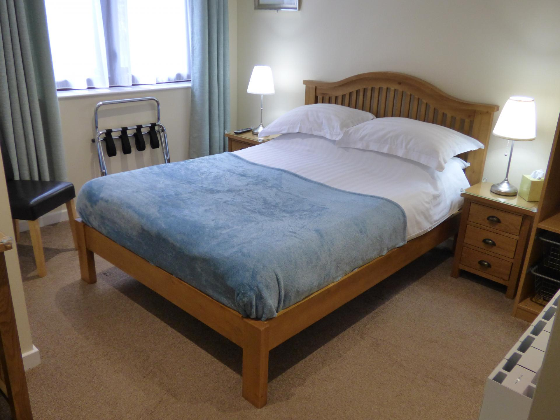 R5 Small Double En-suite Including Breakfast