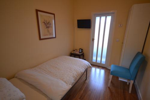 Single bedroom with En-suite (1)(inc. Breakfast)
