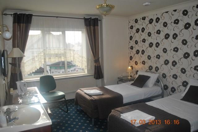 Twin En-suite 106 room (inc. Breakfast)