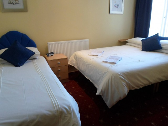 Twin En-suite Room ( inc breakfast )