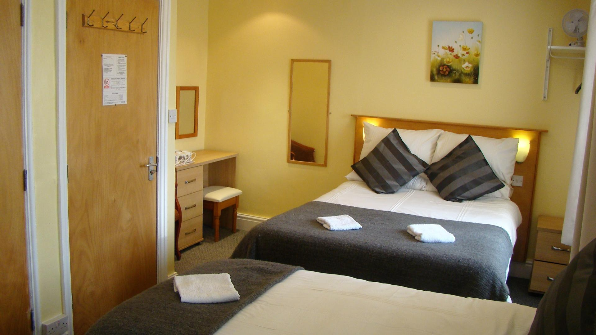 Deluxe family en suite room