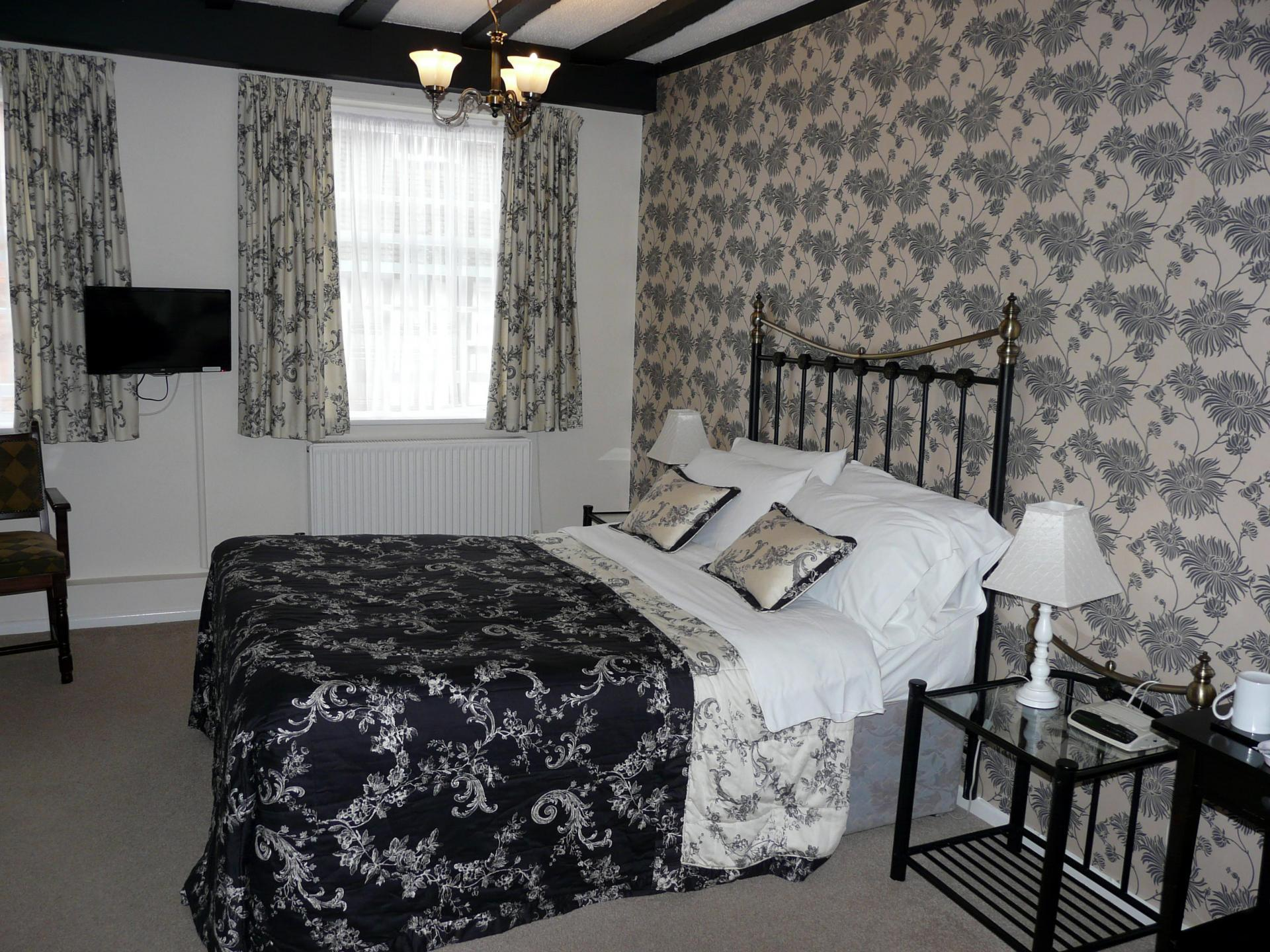 Large double en-suite room with shower