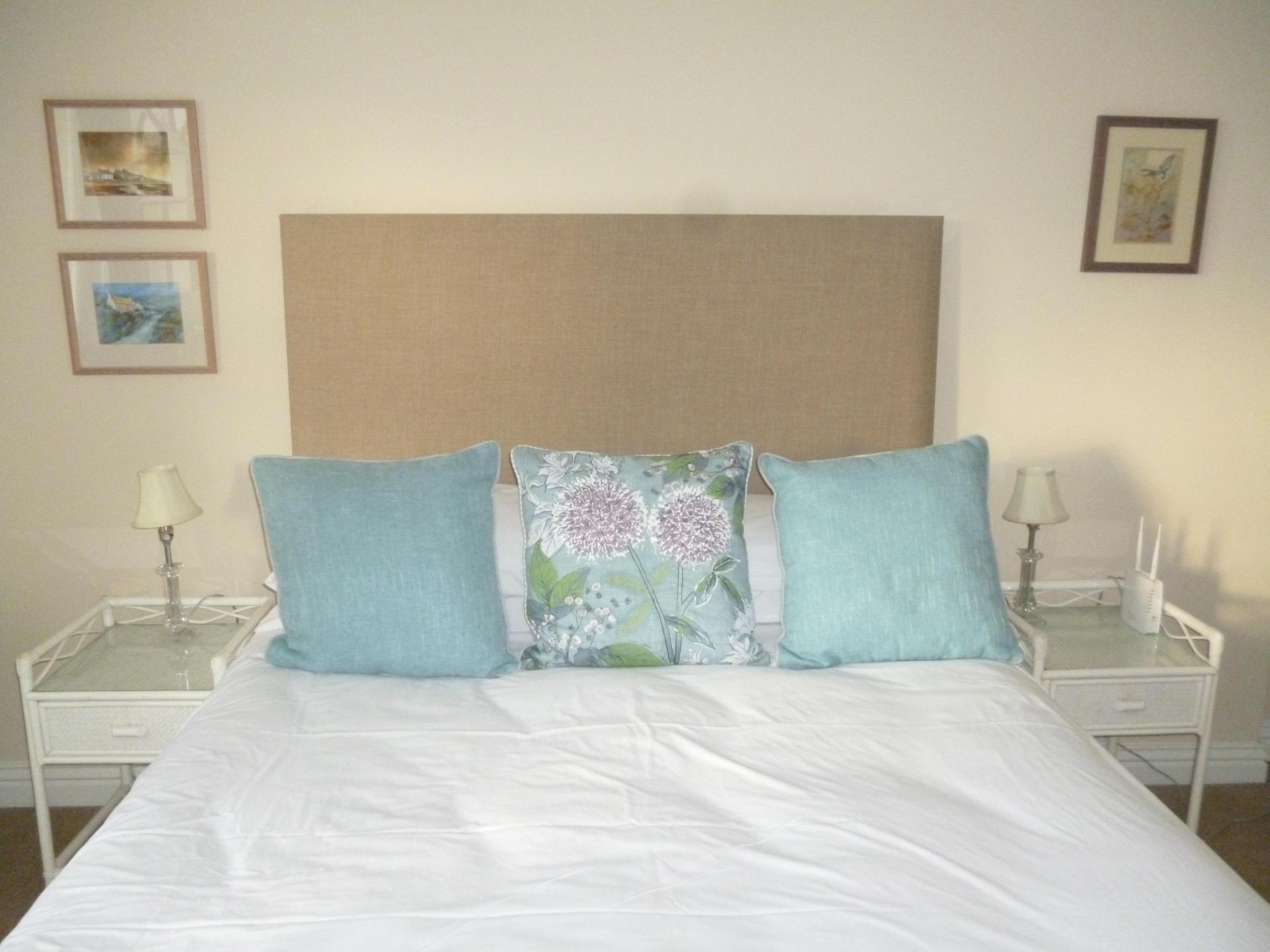 Single En-suite Room including Continental Breakfast)