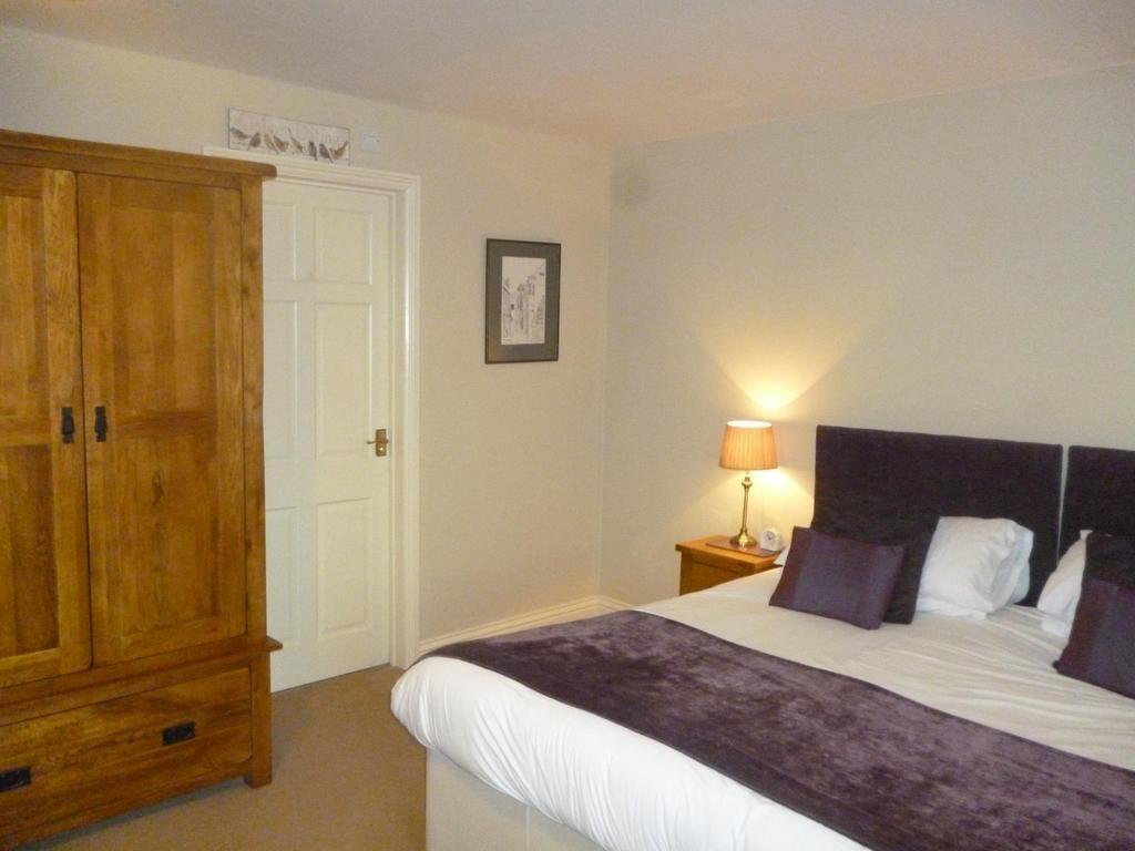 Double En-suite or Twin room including Breakfast hamper