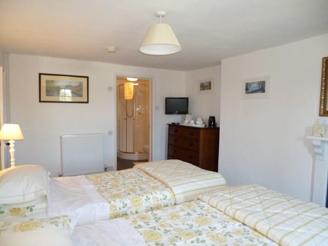 Farmhouse Room / Twin En-suite Room (inc. Breakfast)