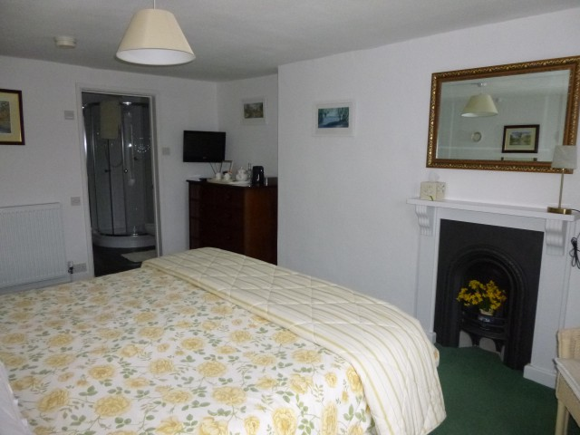 Farmhouse Room / Double En-suite Room with super king bed (inc. Breakfast)