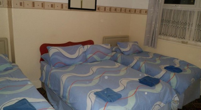 Double And 2 Single Beds Shared Bathroom