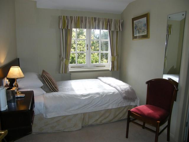 Single Bed En-suite Room (inc. Breakfast)