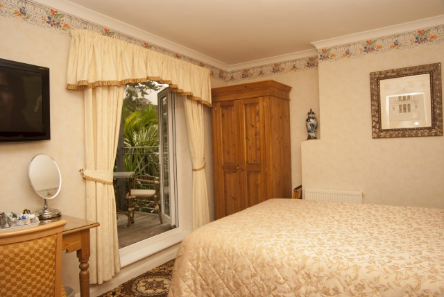 Small Double With BalconyEn-suite (inc breakfast)