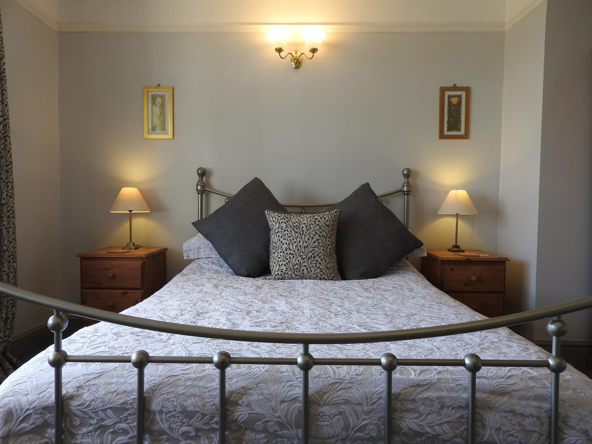 Large Twin En-suite Room with Balcony & Panoramic Harbour/Sea Views (inc. Breakfast)