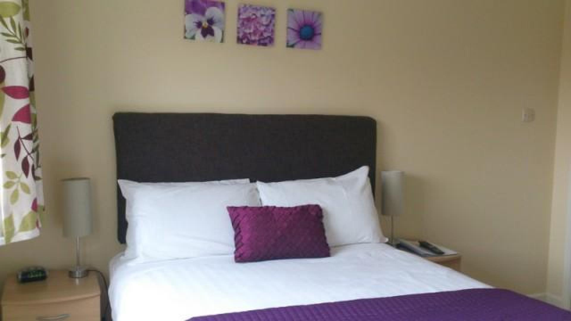 Double En-suite Room (inc. Breakfast) For Single Occupancy