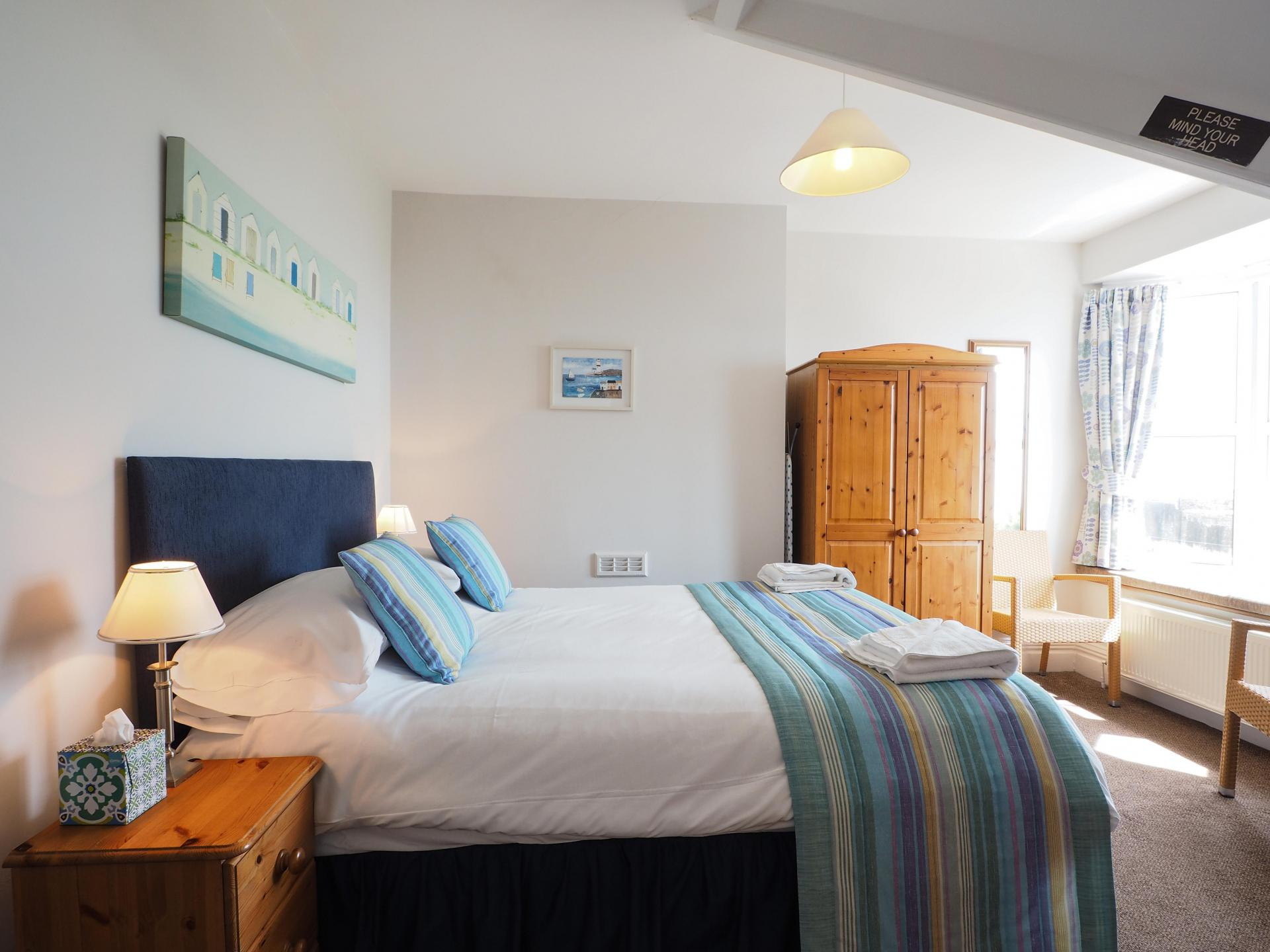 Kingsize Double En Suite with Sea Views 2nd Floor(inc breakfast)
