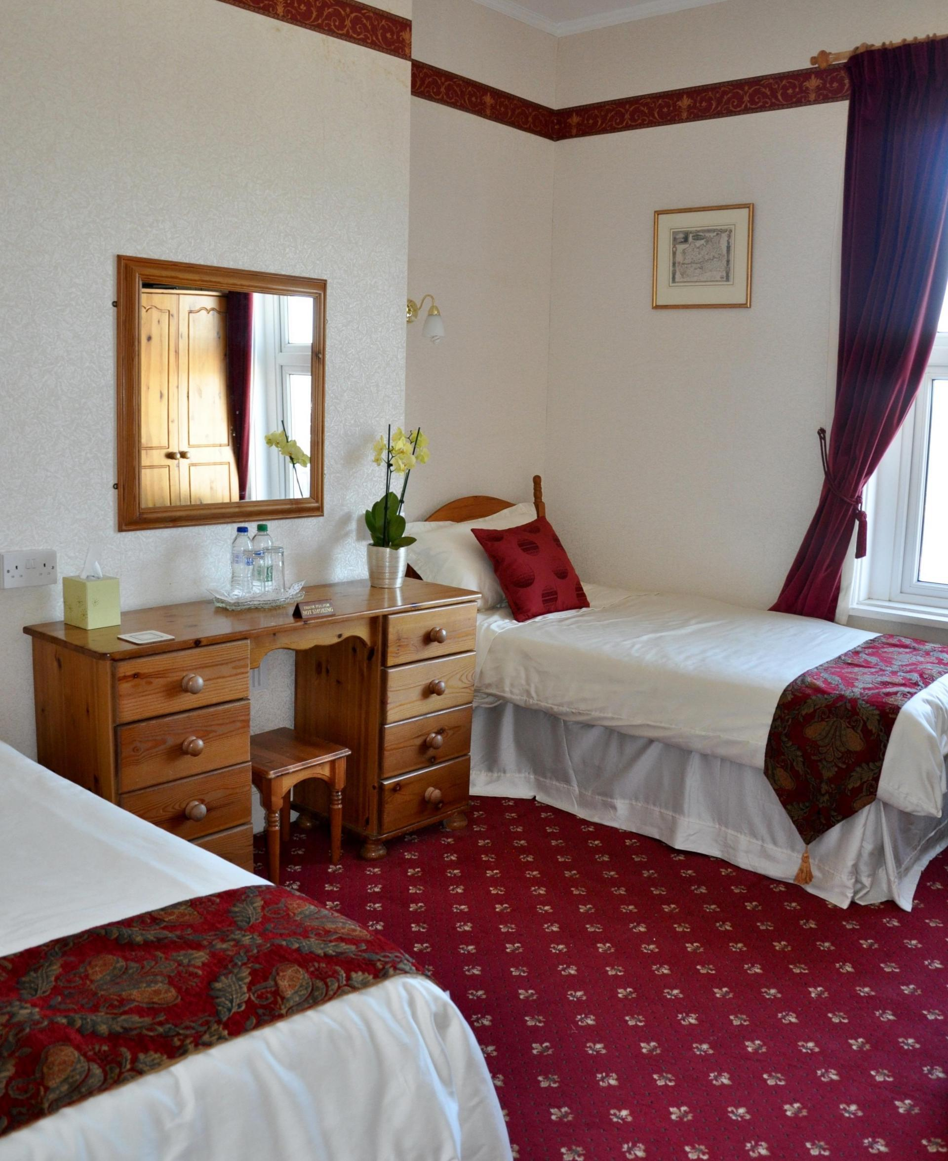 Triple En-suite Room (inc. Breakfast)