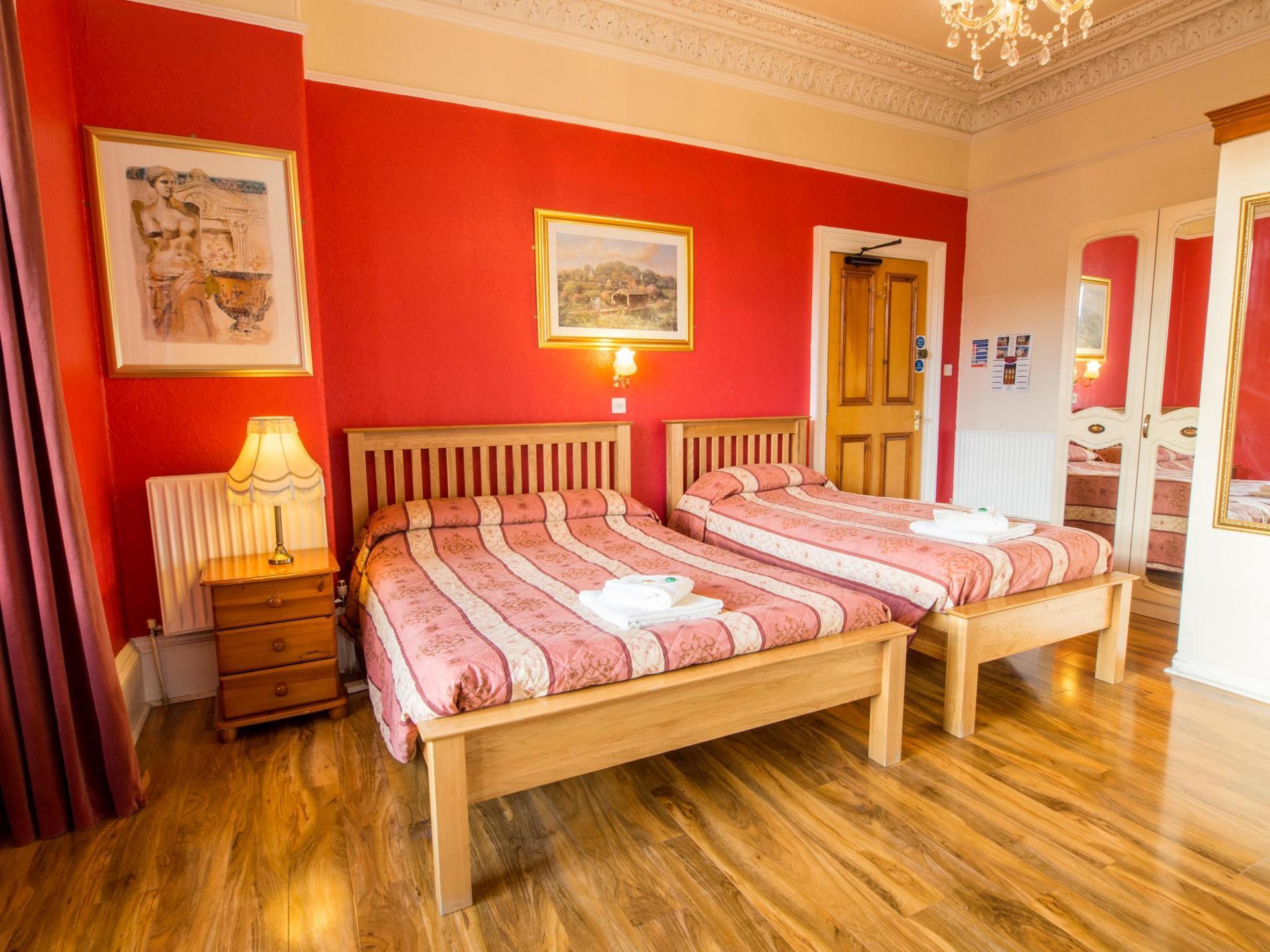Triple En-suite Room (inc. Breakfast)