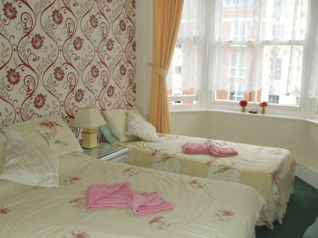 Twin Room 5 non-ensuite(incl breakfast)