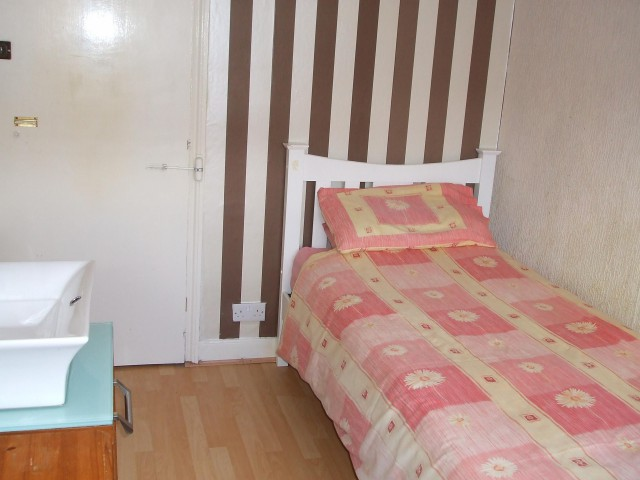 Single Room 9 non-ensuite(incl breakfast)