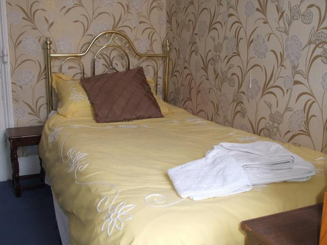 Single Room 6 non-ensuite (incl breakfast)