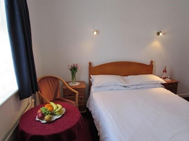 Double Room En-suite Shower and Bath (room Only)