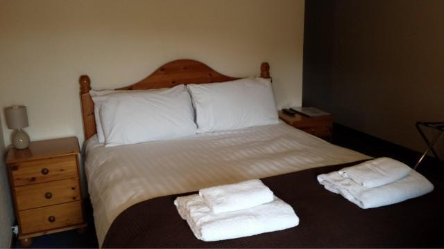 Single Occupancy Economy Double Room with En-suite Bathroom (Bath only)
