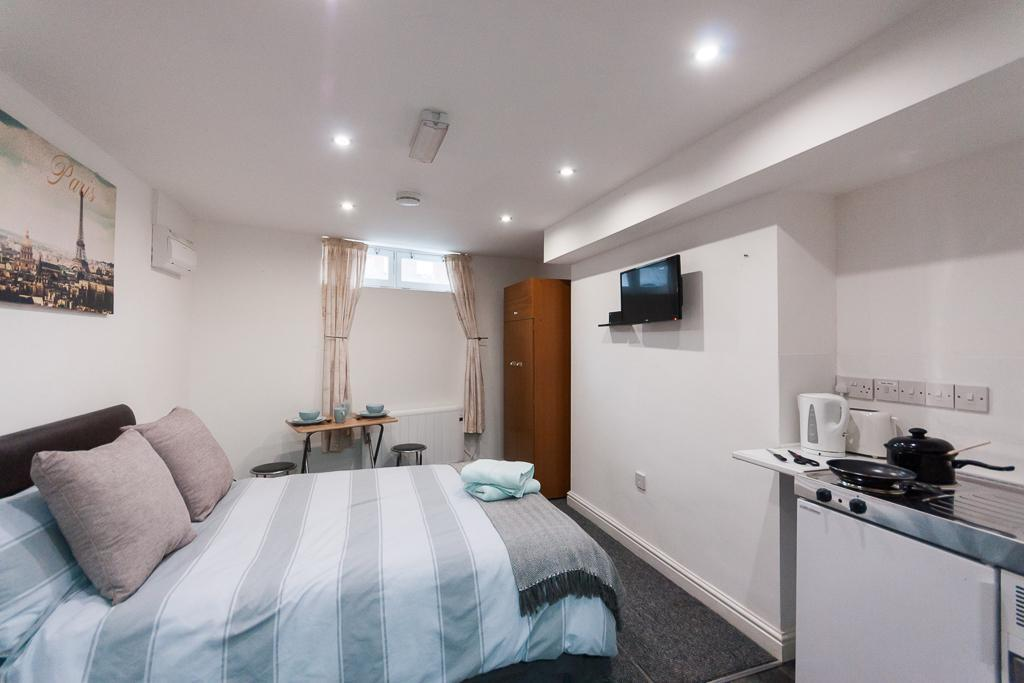 Studio 9. Self-contained, Double En-suite