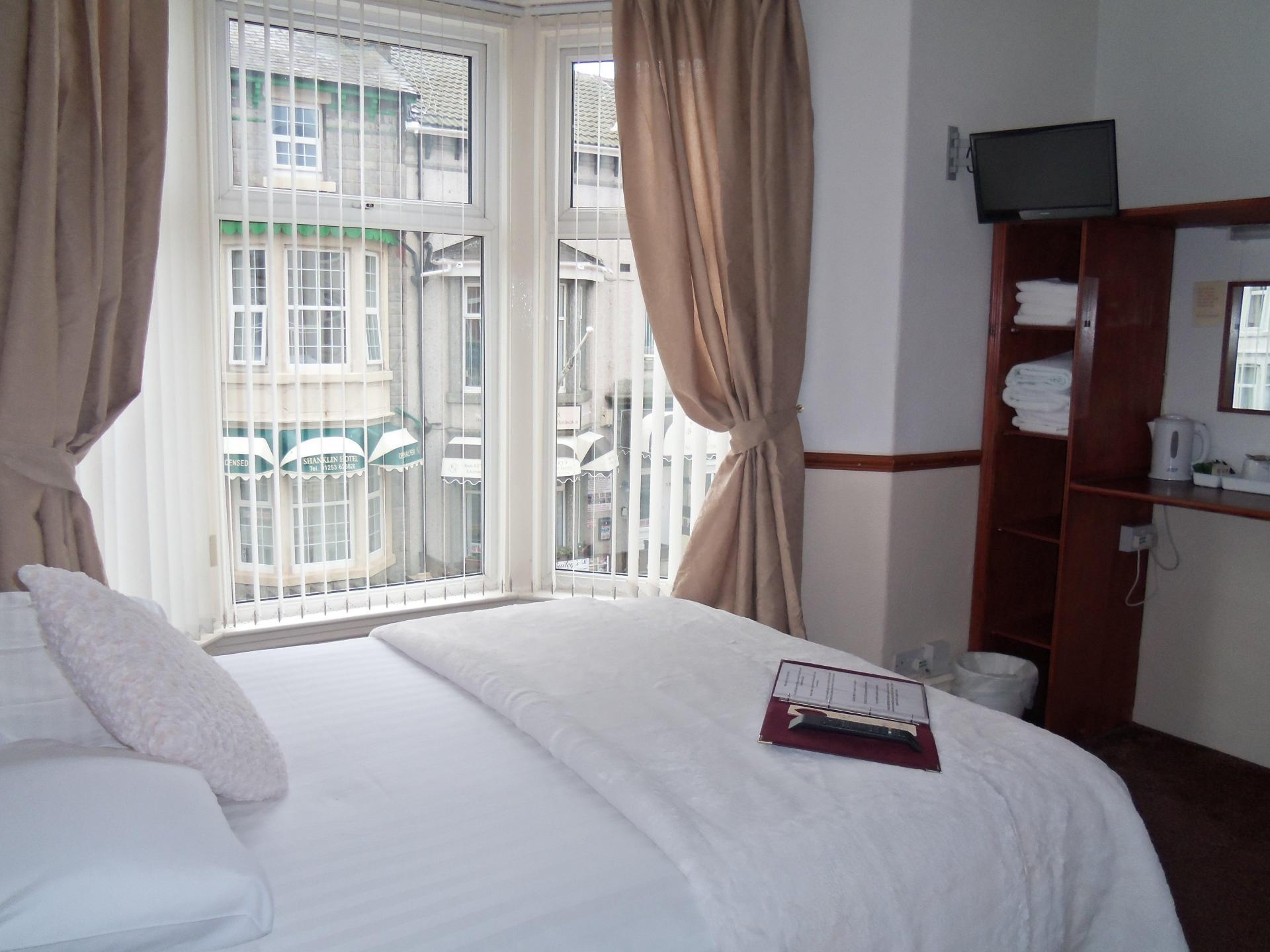 Large double en suite including breakfast room 11