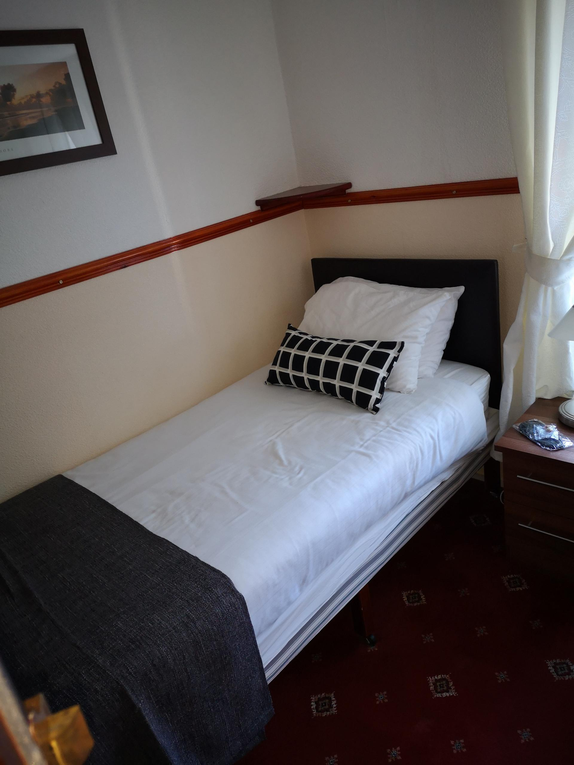 Single Room En-suite including breakfast