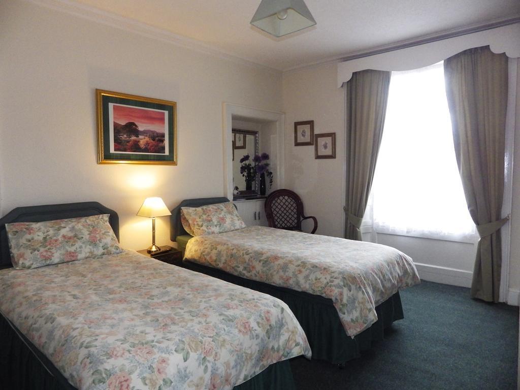 Twin En-suite Room withshower