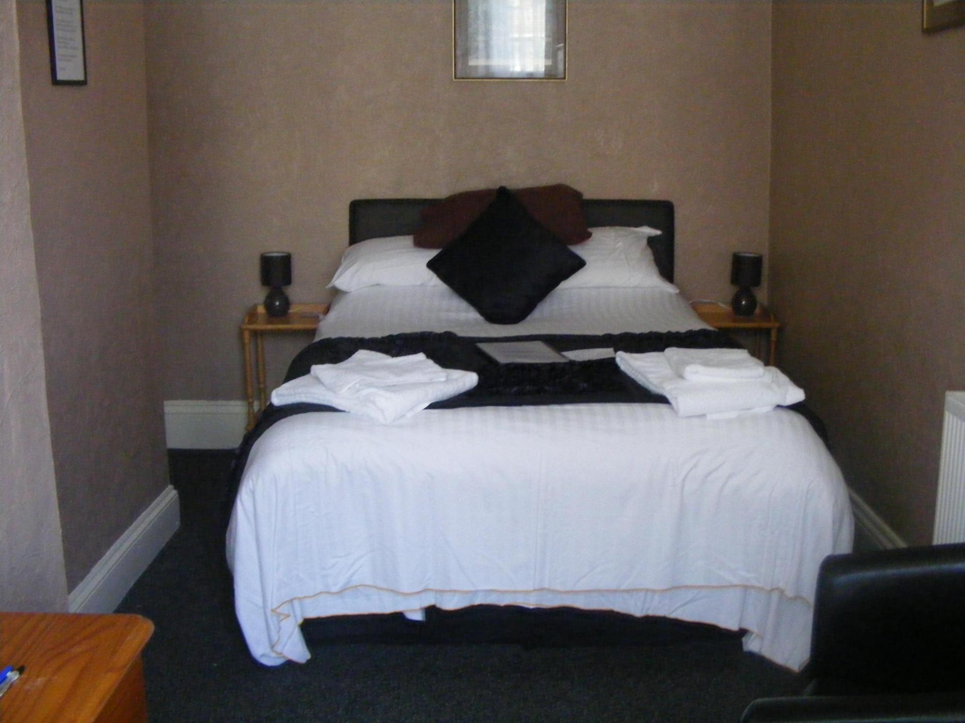 Double room with en-suite (Room Only)( full payment due when booking and non refundable)