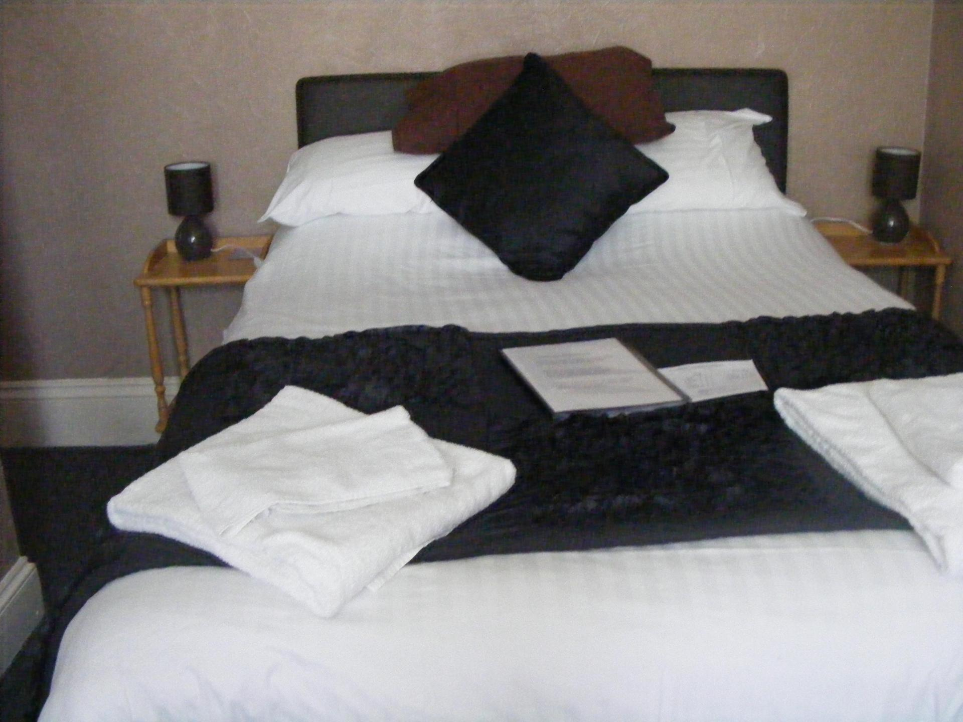 Double room withen-suite(inc. Breakfast)( full payment due when booking and non refundable)