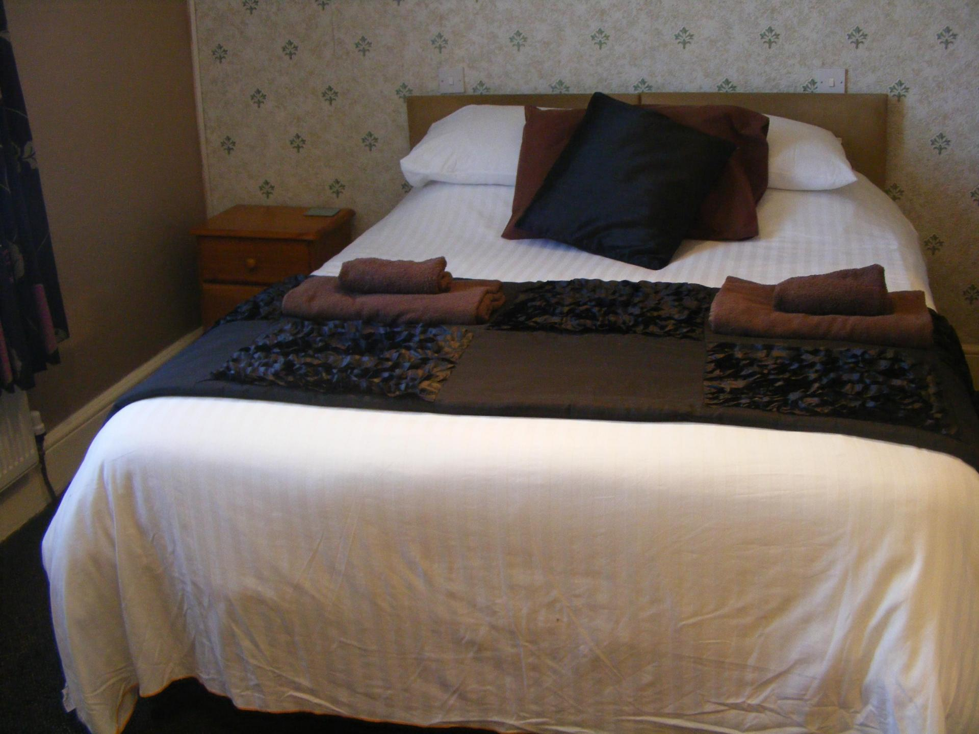 Double room with en-suite(inc. breakfast) (full payment due when booking, and non refundable)